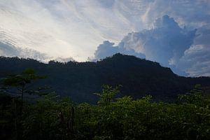 Chilipeper, bergen en wolken van Martijn Stoppels