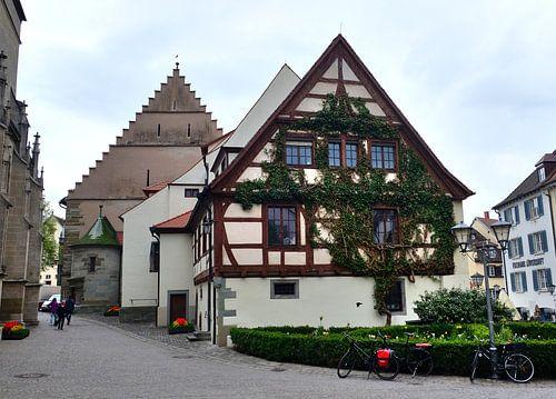Kirchplatz in Überlingen van Edgar Schermaul