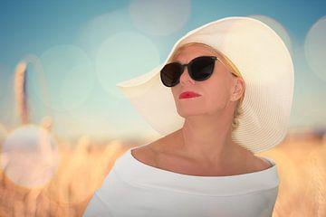 Witte hoed in de zon van Martin van Lochem
