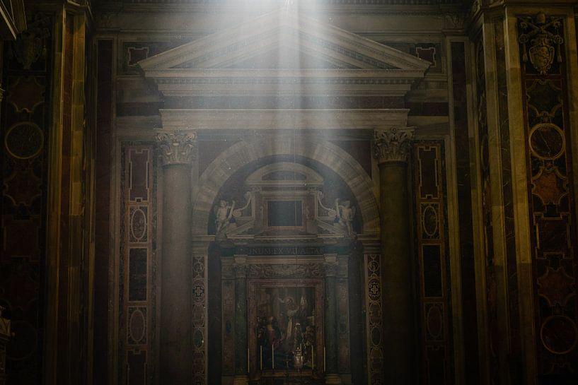 Lichtstraal in de Sint-Pieterbasiliek van Sjoerd Mouissie