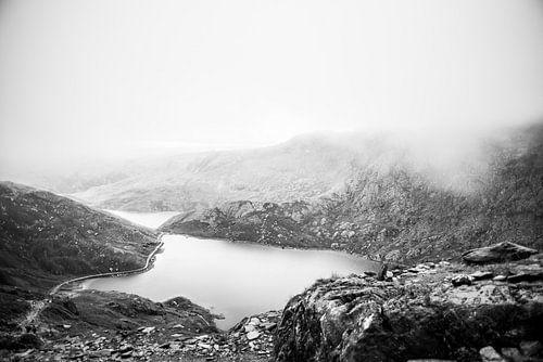 Mistig Snowdonia in zwart-wit, fotoprint