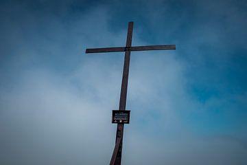 Kruis op berg van Martijn van den Hil