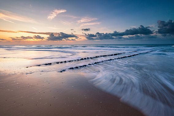 Windy Beach van Harold van den Berge