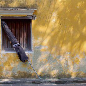 Verlaten parasol van Inge Hogenbijl