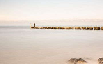 Golfbreker aan de Zeeuwse Kust, Nederland van Adelheid Smitt