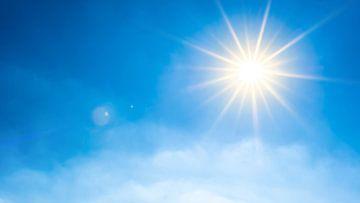 Strahlende Sonne am blauen Sommerhimmel von Günter Albers