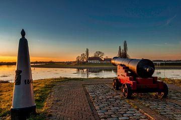 Zonsondergang langs de Maas in Midden-Limburg van Maurice Meerten