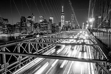 Nacht op de Brooklyn Bridge (zwart-wit)