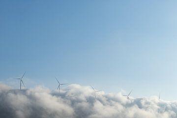Windmolens uit de wolken. van Axel Weidner