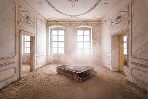 Piano dans la poussière.