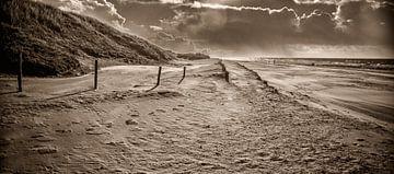 Strandopgang - Strandovergang in Sepia 2 van Alex Hiemstra