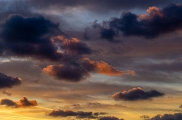 Wolkenlucht tijdens zonsondergang van Discover Dutch Nature