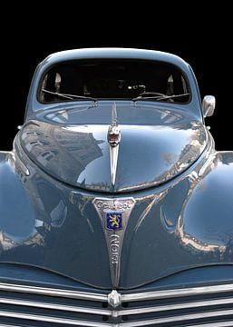 Peugeot 203 in Front (Originalfarbe) von aRi F. Huber