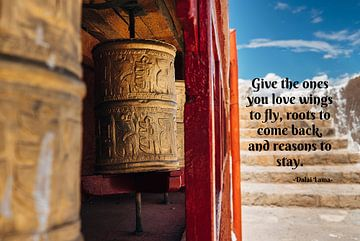 Tibetetaans klooster+ Dalai Lama Quote von Misja Vermeulen