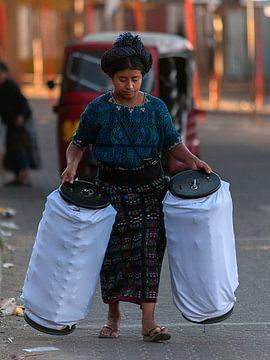 Guatemala: Werkster (Panajachel) van Maarten Verhees