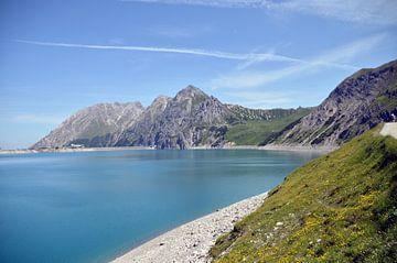 Blauw bergmeer van Sandra Knittel