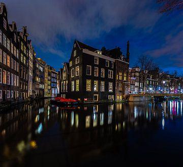 Amsterdam Eckhaus @ Nacht von Bas Banga