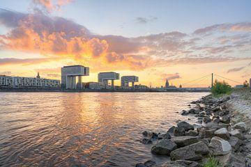 Zomeravond in Keulen aan de Rijn van Michael Valjak