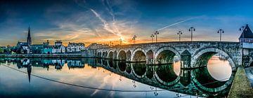 Sint-Servaasbrug maastricht tijdens zonsopkomst van