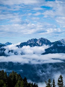 Mountains in the clouds van MDGshots