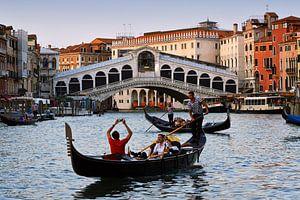 Zonsondergang Rialto brug in Venetië