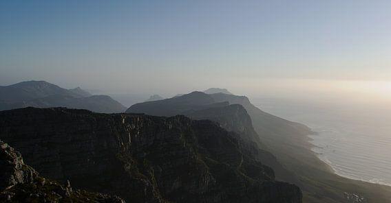 Bovenop de Tafelberg I #pantheraafrica van Minie Drost