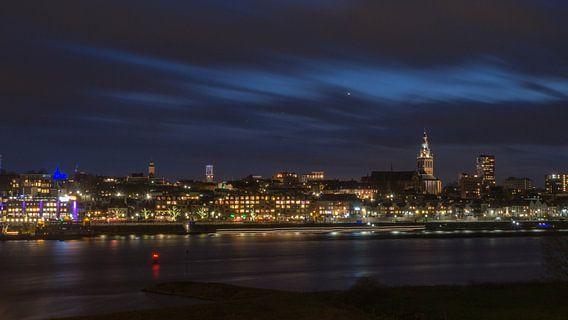 Skyline Nijmegen avondfotografie