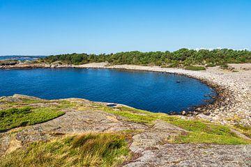Paysage avec baie sur l'île de Merdø en Norvège