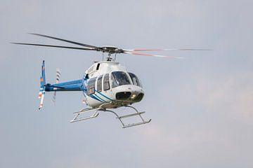 Helikopter in vlucht van Tonko Oosterink