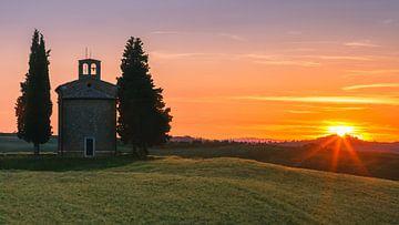 Zonsondergang Vitaleta kapel, Toscane, Italië van Henk Meijer Photography