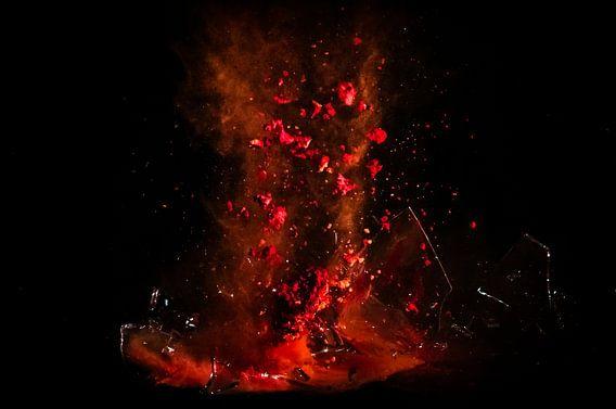 Shattered Glass Red van Michiel ter Elst