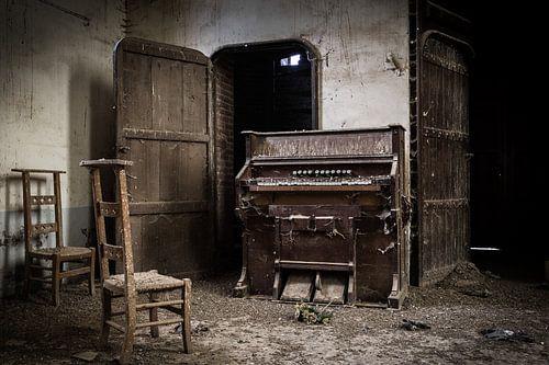Orgel in verlassener Kirche von Inge van den Brande