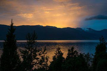 zonsondergang in noorwegen van Compuinfoto .