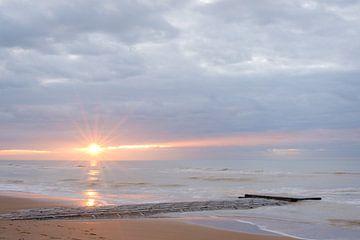 Golfbreker onder zonsondergang van Johan Vanbockryck