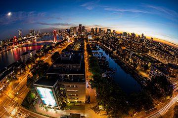 Rotterdamer Skyline bei Nacht von Guido Pijper