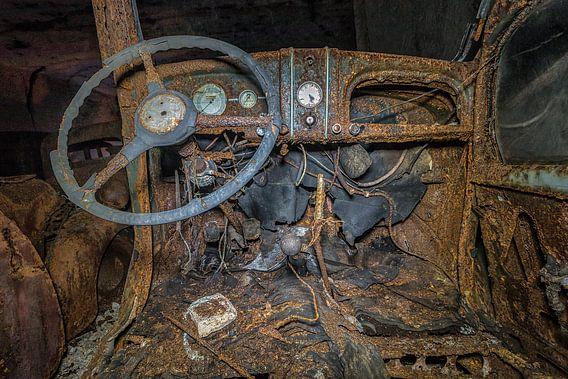 Oude auto's ( urbexlocatie ) van Henk Smit