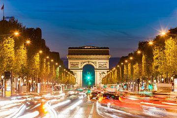 Champs-Elysées und der Arc de Triomphe in Paris von Werner Dieterich