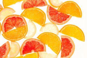 Pieces of citrus fruit van Isa Blom