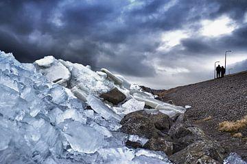 Berg met kruiend ijs . von foto-fantasie foto-fantasie