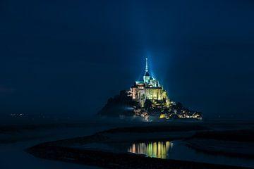 Le Mont Saint-Michel dans la lumière du soir sur Erik Wardekker