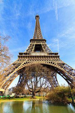 Vijver onder de Eiffeltoren