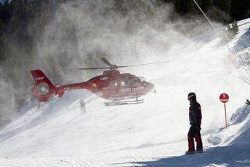 Reddingshelikopter in de sneeuw von Yvs Doh