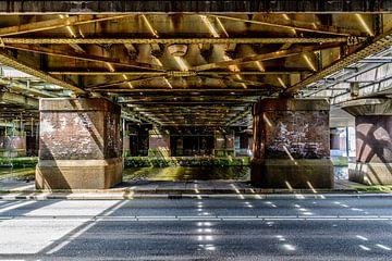 Oostelijke spoorwegonderdoorgang van het Centraal Station Amsterdam.  van Don Fonzarelli