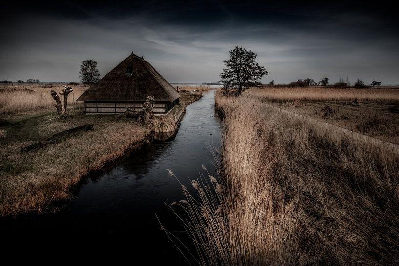 A barn in the fields van Ruud Peters