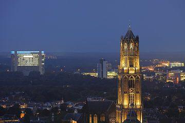 Zicht op de Domtoren vanaf het stadskantoor in Utrecht von