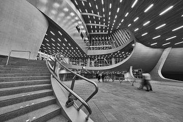 Curves en lijnen in Station Arnhem Centraal van Michael Echteld