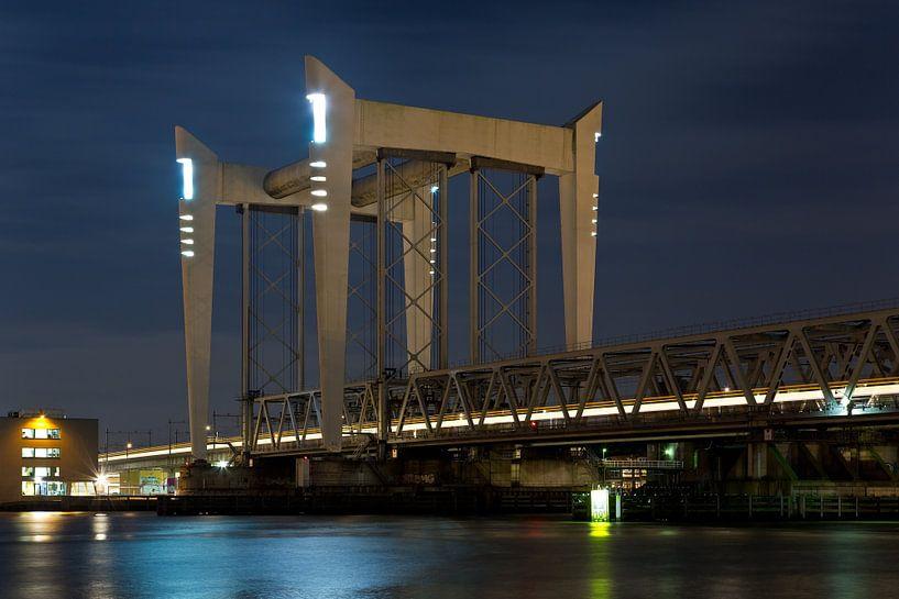 Nachtfoto Hefbrug Dordrecht van Anton de Zeeuw