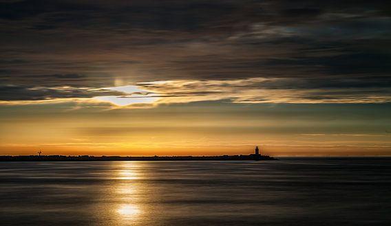Sunset bij de pier van Menno Schaefer