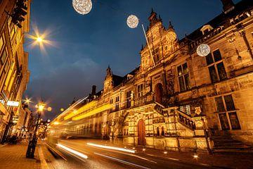 Leiden Stadhuis bij nacht van