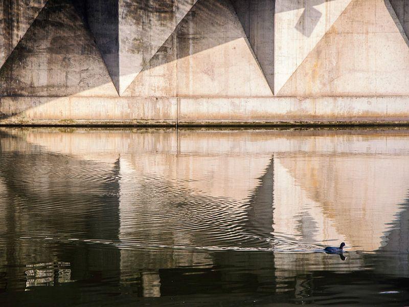 Symmetrie doorbroken van Emil Golshani